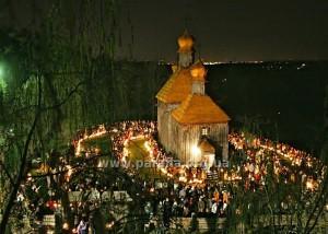 Храм св. Архистратига Михаїла в Київському музеї просто неба (сел. Пирогів). Великдень 2009 року