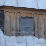 Вікно центрального верху і рештки старої шалівки з орнаментом