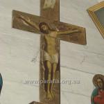 Розп'яття над іконостасом, друга пол. ХVІІІ ст. Цікаво, що напис на хресті - латинський