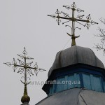 Хрести над вівтарем і навою