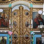 Царські врата і намісні ікони.