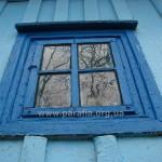 Вікно нави. Навіть скло таке старе, що почало кристалізуватись!