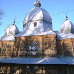 Південний фасад крупним планом. Слава. Богу, єврорамами обзавелися іще не всі українські вікна