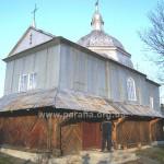 Церква з південно-західного боку. Бабинець пізніший і доробляли його . мабуть, буковинці, які влаштували вхід до церкви за буковинською традицією - з півдня