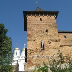 Монастирські башти і мури - це теж ХV - ХVІ ст. Є й башта дзвіниця