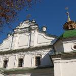 Фронтон і башта зблизька - розкіш козацького бароко