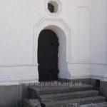 Церковний портал -- для тих, хто хотів обминути трапезний зал