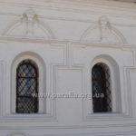 Декор віконниць на північній стіні трохи промосковський: та дарма, все одно гарний