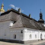 Господарчий фасад церкви із прибудовами
