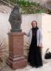 о. Андрій біля погруддя архимандрита Порфірія, 1-dsc02000fc