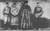 Ерцгерцог В.Габсбург (крайній справа), митрополит А.Шептицький (в центрі), генерал Кусманек (2-й зліва), початок 1918 р.