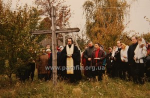 Молебень у с. Дорогинка Фастівського району, де колись стояла наша церква 2004 р.