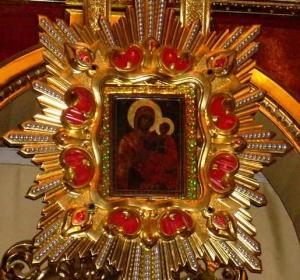 Чудотворна ікона Пресвятої Богородиці Манявської у шатах